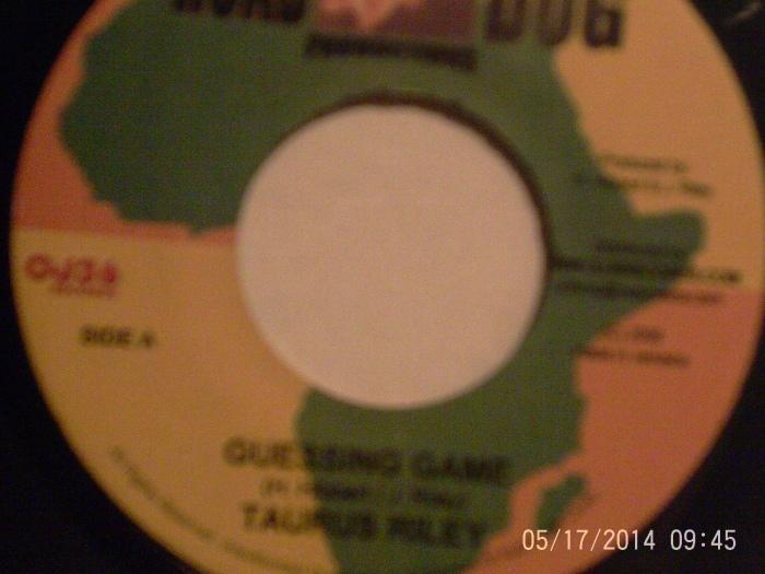 Hud-1 vinyl photos 990